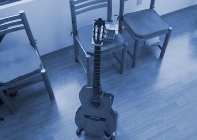 cantar y tocar